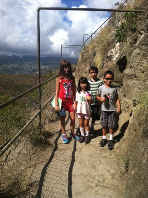 Ava and her cousins at Diamond Head